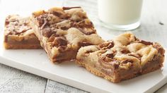 SNICKERS COOKIE BARS: It's hard to beat a classic cookie bar, but when it's made with four ingredients, and one of those ingredients includes chopped up Snickers™ bars, let's just say, mission accomplished. 13 Desserts, Cookie Desserts, Cookie Recipes, Delicious Desserts, Dessert Recipes, Bar Recipes, Candy Recipes, Dessert Ideas, Crack Crackers