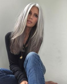 39 Ideas for hair color gray ageless beauty Long Gray Hair, Silver Grey Hair, Blonde To Grey Hair, Grey Hair Over 50, Blonde Color, Gray Color, Grey Hair Inspiration, Ageless Beauty, Great Hair
