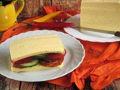 """Paleo """"cheddar sajt """" szendvicsKenyér helyett ,szalámival,uborkával,paprikával,paradicsommal tökéletes választás.az ötletet a régi receptem alapjánitt:Hozzávalók:kb:800 g"""