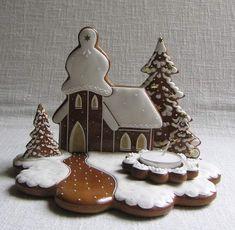zdobení perníku Christmas Gingerbread House, Gingerbread Cookies, Christmas Cookies, Gingerbread Houses, Christmas Ornaments, Ginger Cookies, Sugar Cookies, Winter Treats, Buttercream Flowers