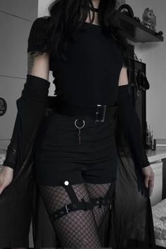 Dark style tight-fitting high-waist shorts Youvimi Source by girl outfits aesthetic black Gothic Outfits, Edgy Outfits, Grunge Outfits, Mode Outfits, Cute Casual Outfits, 90s Grunge, Goth Girl Outfits, Black Outfit Grunge, Casual Goth