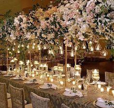 "137 Likes, 3 Comments - Variétés Guide Décor (@varietes_guide_party_decor) on Instagram: ""Inspiração Variétés! 🌸😍Arranjo de flores para centro de mesa suspenso com velas penduradas. Além de…"""