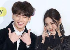 Classy Aesthetic, Aesthetic Songs, Bts Girl, Bts Boys, Taekook, Namjoon, Jennie Kim Blackpink, Kpop Couples, Matching Profile Pictures