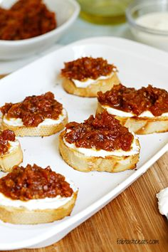 Sun-Dried Tomato Jam and Whipped Feta Crostini : Fabtastic Eats Recipes Appetizers And Snacks, Snack Recipes, Cooking Recipes, Whipped Feta, My Burger, Tomato Jam, Brunch, Yummy Food, Tasty