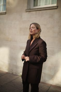 AS SEEN ON // defines her Autumnal look with our new season Morgan Wool Granite Jacket worn with our Sloane Wool Granite Trousers. Minimal Style, Minimal Fashion, Joseph Fashion, Scandi Style, Autumnal, Street Style Women, Haircolor, Bangs, Blazers