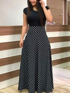 Long maxi dress with black short sleeves and white polka dots design. Such a cut… Long maxi dress with black short sleeves and white polka dots design. Such a cute and safe outfit! Trendy Dresses, Nice Dresses, Casual Dresses, Short Dresses, Dress Long, Casual Clothes, 1950s Dresses, Dresses Dresses, Fall Dresses