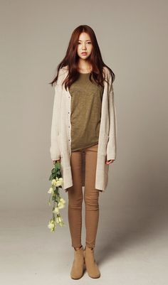 casual fall outfit. love the earthy tones