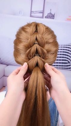 A beautiful hairstyle, you will like it. A beautiful hairstyle, you will like it. Ponytail Hairstyles, Girl Hairstyles, Hairstyles Videos, Braided Prom Hair, Natural Hair Styles, Short Hair Styles, Hair Upstyles, Creative Hairstyles, Hair Videos