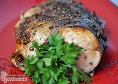 вкусная горбуша в духовке....... Ингредиенты: 1 тушка горбуши (или любой другой красной рыбы); 1,5 ст. л. зерен кориандра; 1/2 ч. л. черного перца;+ 3 ст. л. лимонного сока; 2 ст. л. оливкового масла; соль по вкусу.