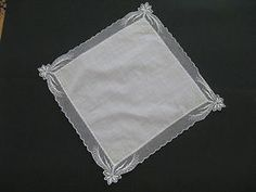 Vintage ladies lace handkerchief hankie with green embroidery. Perfect keepsake for brides and bridesmaids.
