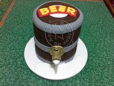 bolo decorado barril de cerveja/beer barrel cake