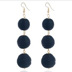 48acb7af76c9 Aretes de moda tres esferas negras  🔱 Aretes largos.🔅Color oro.✓