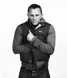 ahetherington: Daniel Craig- Taken back in the day just before he got the nod to play Shot at the Sundance Film Festival for Premiere magazine while he was promoting 'Layer Cake'. Poor pet was chilly so he got his self snuggle on for the portrait… Rachel Weisz, Estilo James Bond, Daniel Graig, Daniel Craig James Bond, Girly, Sundance Film Festival, Mode Style, Men's Style, Style Icons