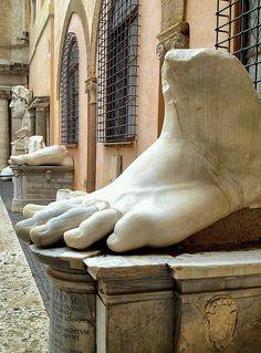 Museo Capitolini, pie del Emperador Constantino. Roma Italia