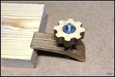 wooden hold down clamp: