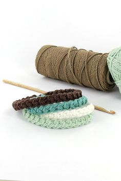 Bracelet au crochet point roumain - Perles & Co Crochet Granny, Diy Crochet, Bracelet Crochet, Wie Macht Man, Macrame, Knitting, Jewelry, Point, Ainsi