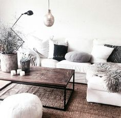 Love the simplicity of this coffee table