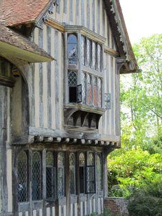 Tudor. I wish they had said where this is.