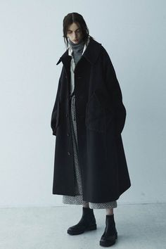 The complete Y's Fall 2018 Ready-to-Wear fashion show now on Vogue Runway. The complete Y's Fall 2018 Ready-to-Wear fashion show Look Fashion, Korean Fashion, Winter Fashion, Fashion Show, Fashion Outfits, Fashion Tips, Fashion Design, Womens Fashion, Indie Fashion
