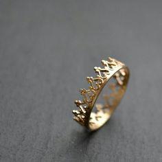 Dainty crown rings