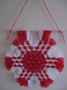 Yarn Crafts, Diy And Crafts, Arts And Crafts, Baba Marta, Woolen Flower, Christmas Crafts, Christmas Tree, Red And White, Projects To Try