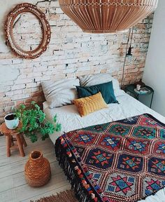 Bohemian Bedroom Decor Ideas - Wish to add cool flair to your bedroom? Take into consideration making use of bohemian, or boho, style motivation in your next bed room redesign. Bohemian Bedroom Decor, Home Decor Bedroom, Bohemian Apartment, Hippie House Decor, Bedroom Ideas, Hippie Bedrooms, Boho Style Decor, Bohemian Homes, Bohemian Room