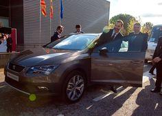Durante el pasado viernes, Su Majestad el Rey Felipe VI hizo una visita a las instalaciones de SEAT en Martorell, poniendo la guinda a los actos de celebración del 30 aniversario del SEAT Ibiza. Don Felipe ha conocido de primera mano los modelos que tiene previsto lanzar la marca durante los próximos cinco años así como las últimas inversiones realizadas en la factoría.