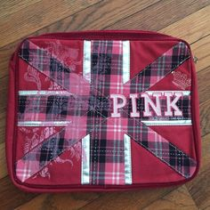 Victoria's Secret PINK Laptop Case So cute laptop case! Lots of cushioning incase you drop it and it protects your laptop! In great condition. Dimensions are about 14 x 12. PINK Victoria's Secret Accessories Laptop Cases