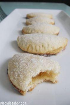 El reto dulce de este mes son empanadas dulces.Como uno de los postres favoritos de Kike son las empanadas de piña no me quebré la cabeza cuando tenía que decidir de qué sabor las iba a hacer. Tam...