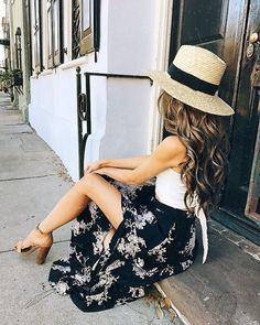 Maxi skirt with a high slit.