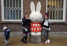 Miffy museum entrance statue, how to visit the Miffy museum in Utrecht Netherlands. More at http://www.lacarmina.com/blog/2016/07/miffy-museum-utrecht-holland-dick-bruna-bunny/