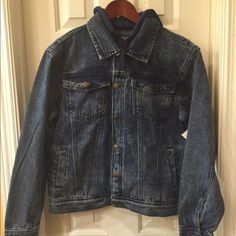 Denim & Company Ltd NWT jacket adult S NWT jacket has a fleece hood, 5 button closure and 4 front pockets Size S tag attached no flaws Denim &Company Ltd Jackets & Coats Jean Jackets