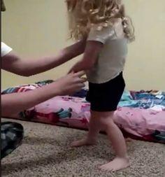 Uyandığında Kızı Hareket Edemiyordu, Gerçeği Saçını Tarayınca Anladı