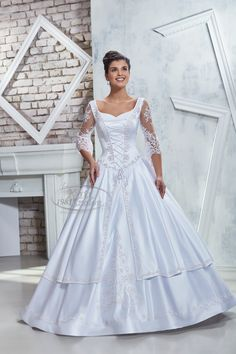 Kati Szalon- Hagyományos díszmagyar menyasszonyi ruha, ujjas menyasszonyi ruha magyaros stílusban Brides, Nice, Wedding Dresses, Fashion, Glamour, White People, Bride Dresses, Moda, Bridal Gowns