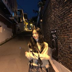 Korean Aesthetic, Aesthetic Girl, Cute Instagram Pictures, Sun And Clouds, Blackpink Memes, Ulzzang Korean Girl, Cute Poses, Foto Instagram, Insta Photo Ideas