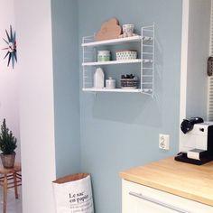 Flinke @bengtgarden spurte for noen dager siden om jeg ville vise et bilde av kjøkkenet vårt. Dette er den ryddige delen.  Har @jokernord og @juliehole lyst til å dele et #kjøkkenbilde? ✨ #kjøkken #kitchen #stringhylle #jotunlady #jade