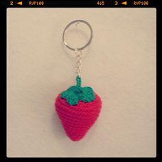 Llavero Fresas 5€ unidad. Más fotos e info en LasManualidadesDeRita/wordpress.com  #LasManualidadesDeRita #fresa #fresas #strawberry #rojo #red  #amigurumi #manualidades #llavero #keyRing #handmade #hechoamano #ganchillo #crochet  #Galicia #Pontevedra #ACoruña #Lugo #Ourense #España #Spain