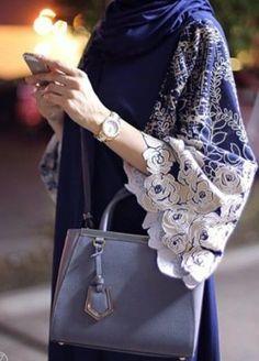 Beautiful in Black : Hijab Fashion Inspiration Abaya Fashion, Muslim Fashion, Modest Fashion, Fashion Dresses, Black Abaya, White Abaya, Black Hijab, Iranian Women Fashion, Womens Fashion