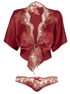 This beautiful bed jacket is crafted from pure fluid silk and French Leavers lace, which is hand cut and sewn to create a beautiful lapel.