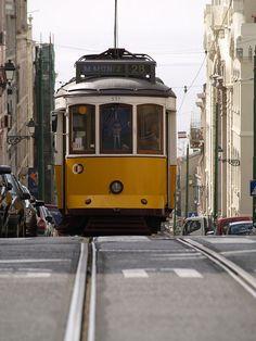 Lisboa - Largo da Graça / R. Voz do Operário | walking along tram line 28