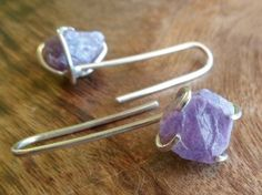Rough violet sapphire and sterling silver earrings by Unics
