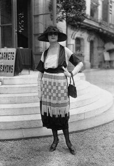 1919 fashion, very neat 1900s Fashion, Edwardian Fashion, Vintage Fashion, Vintage Vogue, Longchamp, Style Édouardien, Retro Pictures, 20th Century Fashion, Antique Clothing