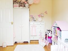 love the dollhouse bookshelf