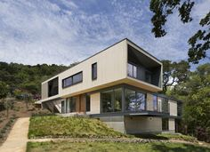 Built by Shands Studio in San Anselmo, United States with date 2013. Images by Paul Dyer Photography. The design for this house was inspired by a desire to engage with the landscape, celebrate the native Oak trees and c...