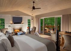Situated on the banks of Oak Creek in the heart of Sedona, L'Auberge de Sedona is an unmatched luxury Sedona resort, nature spa and award-winning dining.