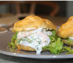 Today there is a recipe for a delicious starter: Light and airy water pies with .- Idag er der opskrift på en lækker forret: Lette og luftige vandbakkelser med f… Today there is a recipe for a delicious starter: Light and … - Tapas Recipes, Appetizer Recipes, Healthy Recipes, Appetizers, Easy Salmon Recipes, Shellfish Recipes, Danish Food, Yummy Eats, Clean Eating Snacks