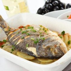 Bream baked with potatoes / Τσιπούρα στο φούρνο με πατάτες Greek Recipes, Desert Recipes, Fish Recipes, Greek Meze, Greek Cooking, Cooking Fish, How To Cook Fish, Yummy Mummy, Mediterranean Recipes