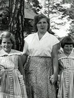 Krischa (l.) und Bronia (r.) mit ihrer Mutter Marischa, 1955 im Lager Föhrenwald | Bild: Privatbesitz