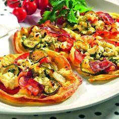 Zapékané placičky se zeleninou a sýrem Bruschetta, Mozzarella, Vegetable Pizza, Food And Drink, Vegetables, Ethnic Recipes, Vegetable Recipes, Veggies