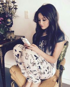 She is so beautiful goodness Disney Channel, Selena Gomez, Tres Belle Photo, Cimorelli, Sofia Carson, Son Luna, Dove Cameron, Best Youtubers, Pretty Woman